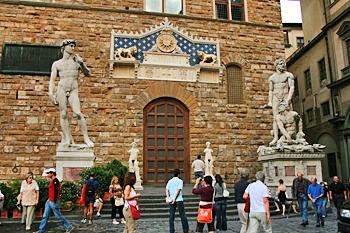 Italy1145-Florence-PiazzaDellaSignoria-Michelangelo'sDavidReproductionAndBacchus