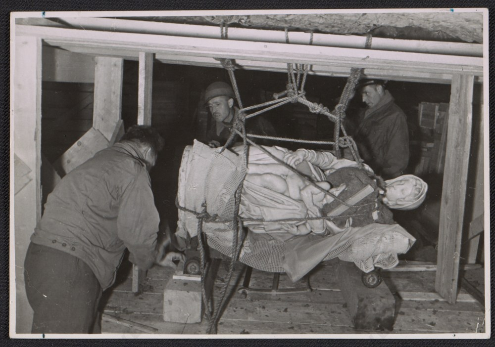 stephen-kovalyak-george-stout-and-thomas-carr-howe-transporting-michelangelos-sculpture-madonna-and-child-1945-july-9