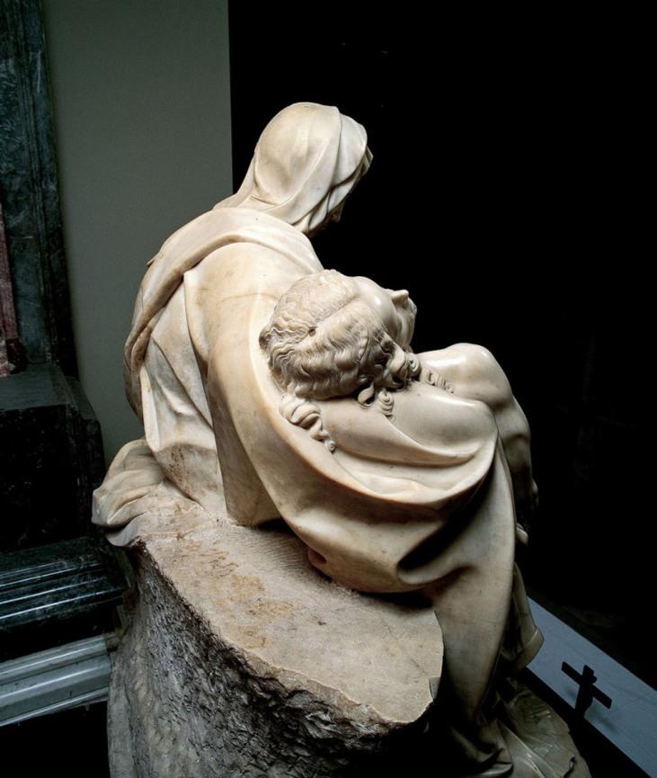 Michelangelo-Pietà-San-Pietro-in-Vaticano-8-820x1024.jpg