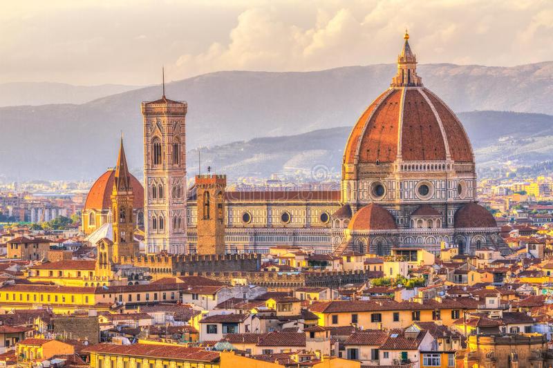 duomo-ed-il-campanile-di-giotto-al-tramonto-firenze-italia-70623380.jpg